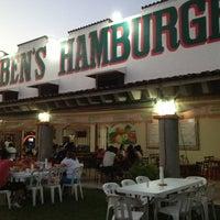 Das Foto wurde bei Ruben's Hamburgers von Jose Maria am 4/10/2012 aufgenommen