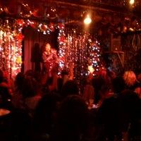 11/27/2011 tarihinde Fil B.ziyaretçi tarafından Jacques Cabaret'de çekilen fotoğraf