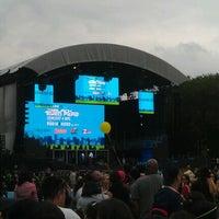 Снимок сделан в Robin Hood #Concert4NYC пользователем Raul J. 9/30/2011