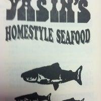 Das Foto wurde bei Yasin's Homestyle Seafood - West End von Michael E. am 1/26/2012 aufgenommen