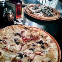 Photo taken at Il Vicino Wood Oven Pizza by Gustavo T. on 6/10/2012