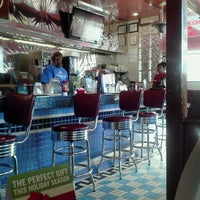 Photo taken at Silver Diner by Mario M. on 11/24/2011