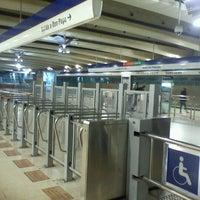 Foto tomada en Metro Vicente Valdés por Coco L. el 5/6/2012