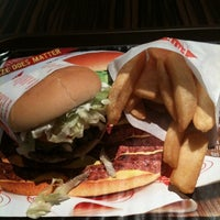 Photo taken at Fatburger by Henky H. on 1/26/2011