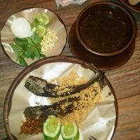 Photo taken at Dapoer Ngeboel - masakan kampoeng djawa by Yudi K. on 3/4/2012
