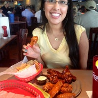 Photo taken at Pluckers Wing Bar by 🅰 . on 3/27/2012
