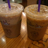 Photo taken at The Coffee Bean & Tea Leaf by MING on 11/17/2011