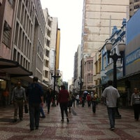 Photo taken at Calçadão da Rua Halfeld by Thiago R. on 6/15/2012