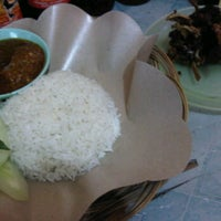 Photo taken at Bebek Goreng Khas Surabaya by Dedot on 1/10/2012