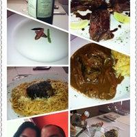 Photo taken at Moana Restaurante - Gastronomia e Arte by André L. on 4/22/2012