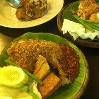 Photo taken at Ayam Penyet Best by DiDie C. on 2/17/2012