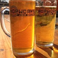 Foto tirada no(a) Hopworks Urban Brewery por Bradley A. em 4/22/2012