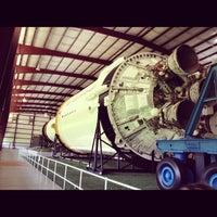 9/3/2012 tarihinde Crispin B.ziyaretçi tarafından Rocket Park (NASA Saturn V Rocket)'de çekilen fotoğraf