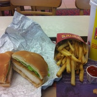 Photo taken at Wendy's by Frazzy 626 on 3/10/2011