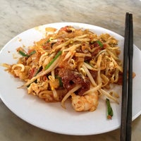Photo taken at Siam Road Charcoal Char Koay Teow by Mun S. on 4/6/2012