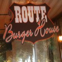 4/16/2012 tarihinde Tayfun B.ziyaretçi tarafından Route Burger House'de çekilen fotoğraf