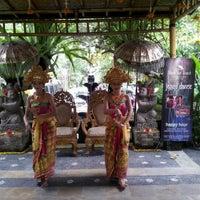 Photo taken at Bebek Tepi Sawah Restaurant & Villas by Reny Anastasia on 8/4/2012