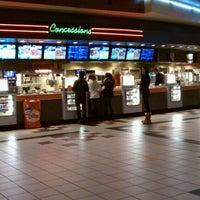 Снимок сделан в Regal Cinemas New Roc 18 IMAX & RPX пользователем Brazen L. 1/4/2012
