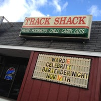 Das Foto wurde bei Track Shack von Jen D. am 11/10/2011 aufgenommen