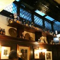 Foto tirada no(a) Ye Olde Mitre Tavern por Jamieson B. em 2/2/2012