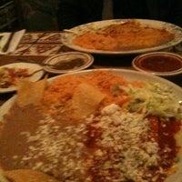 รูปภาพถ่ายที่ Azteca Mexican Restaurant โดย Jenny T. เมื่อ 2/6/2011
