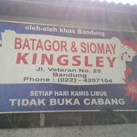 Photo taken at Batagor & Siomay Kingsley by Edy J. on 8/21/2012