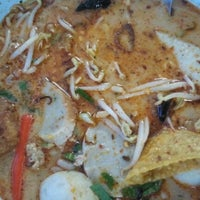 Photo taken at Udomsuk Tomyum Noodle by Duang on 7/15/2012