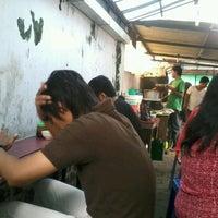 Foto diambil di Coto Makassar La Capila oleh Amal Apri D. pada 1/21/2012