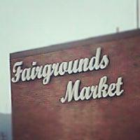 Foto tirada no(a) Fairgrounds Farmers Market por Gnome S. em 7/7/2012