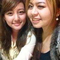 Photo taken at ร้านป้าอ้อย-ลุงเหี้ย ใต้สะพานลอย by MaMeioW N. on 5/18/2012