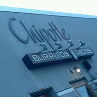 Photo taken at Chipotle Mexican Grill by Alfredo L. on 9/18/2011