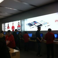 Photo taken at Apple Rideau by Pablo M. on 1/2/2012