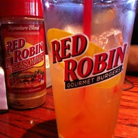 Photo taken at Red Robin Gourmet Burgers by Genevieve G. on 7/17/2011
