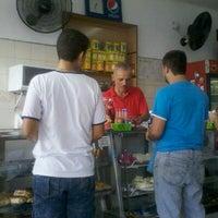 Foto tirada no(a) A Confeitaria por Henrique P. em 4/19/2012