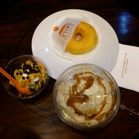 Photo taken at J.Co Donuts & Coffee by Niken D. on 7/30/2012