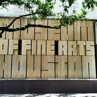 Foto tirada no(a) Museum of Fine Arts Houston por Athena A. em 7/26/2012
