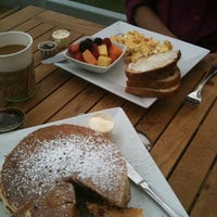 Foto diambil di Caroline's Seaside Cafe oleh CJ L. pada 8/15/2011