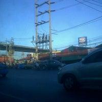 Photo taken at ตลาดนัดจตุจักร (เตียกุ่ยฮวด) by Ợ₣₣_TỢ₣₣Î s. on 11/27/2011