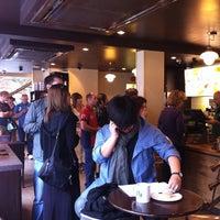 Foto tomada en Starbucks por yanyuns el 7/30/2011