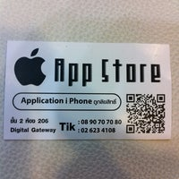 Photo taken at App Store by Yaya Y. on 6/1/2011