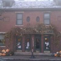 รูปภาพถ่ายที่ Queen City Creamery โดย Travel Green Appalachia เมื่อ 11/23/2011