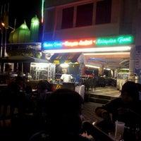 Photo taken at Al-Salam Restaurant by M Radzi D. on 1/23/2012
