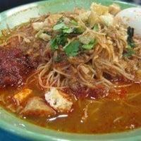 Photo taken at Mr Rawon Family Restaurant by 😏Uosli🌙Arsad😏 on 4/21/2012
