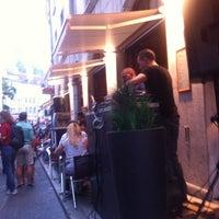 Foto tirada no(a) Demi Lune Café por Alina V. em 6/23/2012