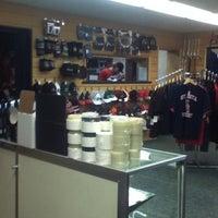4/2/2012 tarihinde Fred S.ziyaretçi tarafından Jerry's Hockey Warehouse'de çekilen fotoğraf