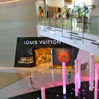 Das Foto wurde bei Louis Vuitton Las Vegas CityCenter von Yusri Echman am 7/28/2012 aufgenommen