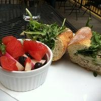 Foto tirada no(a) Vert Kitchen por Lauren H. em 6/20/2012