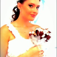 Foto tirada no(a) Nishi Royale - Vestidos para Festas e Noivas por Ana T. em 2/15/2012