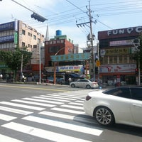 Photo taken at 괴정시장 by 장호 최. on 9/3/2012