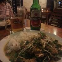 Photo taken at Melting Wok Warung by Shin S. on 8/11/2012